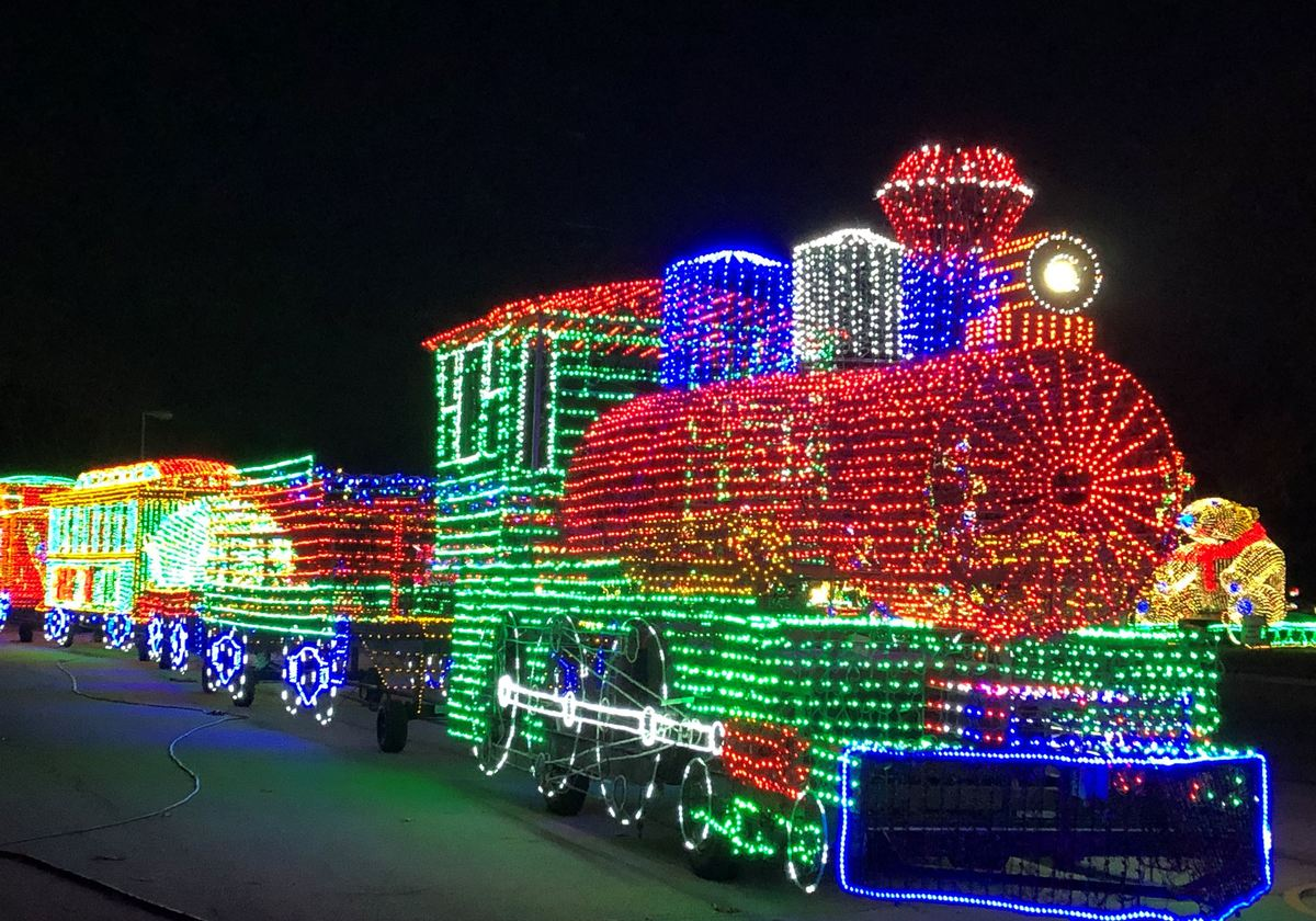 Bethalto Il Christmas Village 2021 Christmas Lights And Parades Near And Far Macaroni Kid Peoria