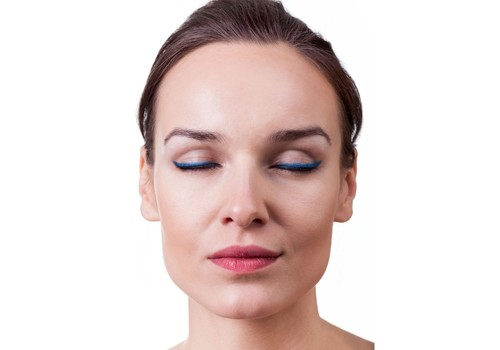 How to Pull Off A Blue Eye Liner