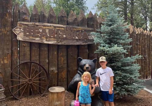 Mac Kid visits Bearizona
