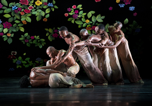 Alvin Ailey American Dance Theater in Jamar Roberts' Ode.