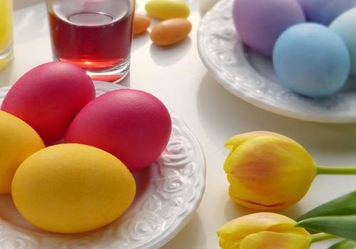 Different colored eggs and flowers