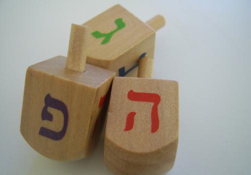 how to play dreidel for hanukkah