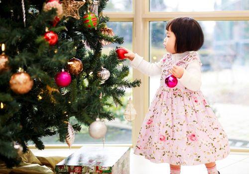 little girl and Christmas tree