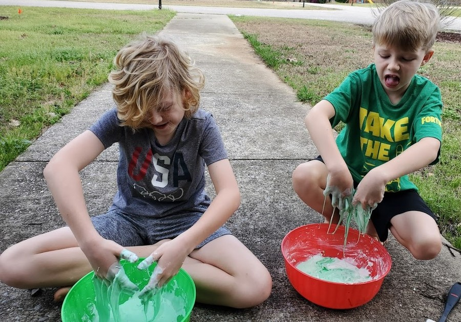 How to Make Corona Virus Oobleck, or Vibleck Easy science experiment for kids.
