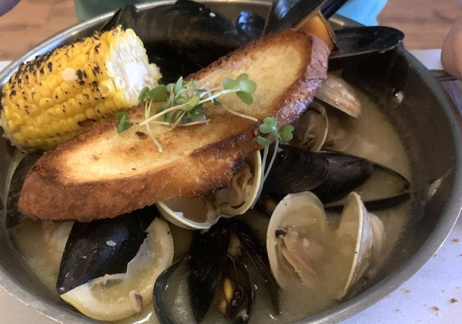 Outdoor Dining in Bergen County - Raw Seafood Bar & Sushi