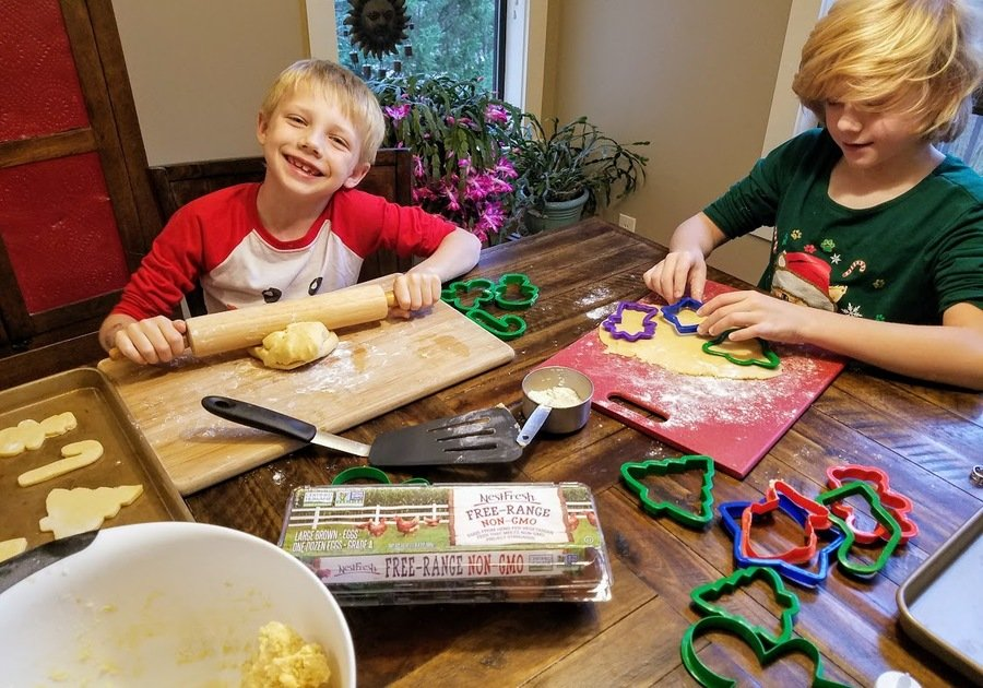 NestFresh Eggs Review - Easy to Roll Holiday Cookies with Kids