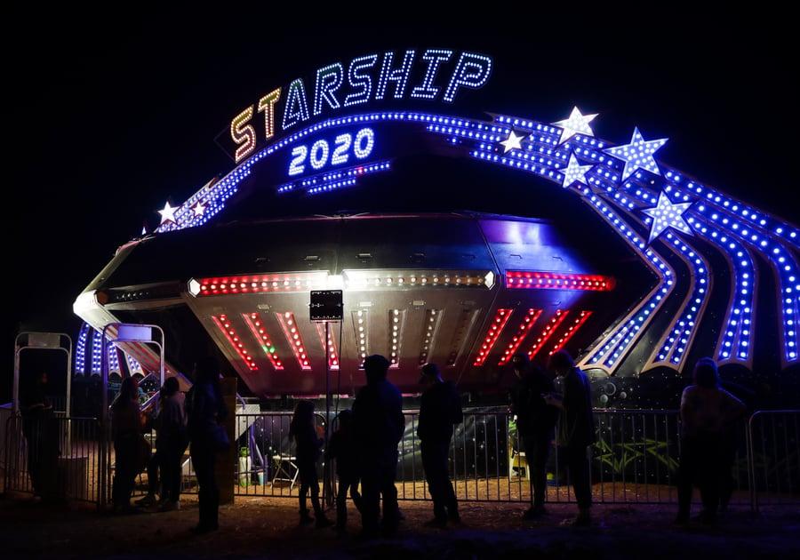Starship ride at Schnepf Farms