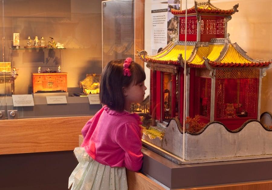 Girl Looking at Yu Yaun Miniature Tucson